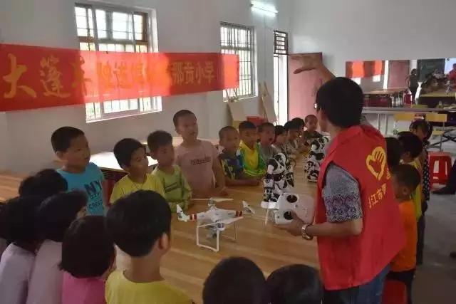 """阳江市青少年宫举行了""""快乐大篷车""""活动"""